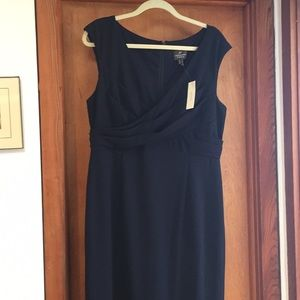 Adrianna Papell NWT Long Navy Gown size 16